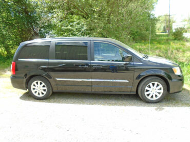Side View of the Mini Van for rent at Penn Rentals - Chrysler Pacifica