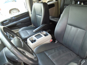 Chrysler Pacifica driver seat, passenger seat, and center console